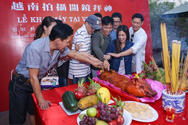 Dan sao TVB quay phim ngay khi dat chan toi Viet Nam hinh anh 7