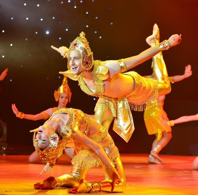 Giam khao nhan xet doi lap trong ban ket Vip Dance hinh anh 2