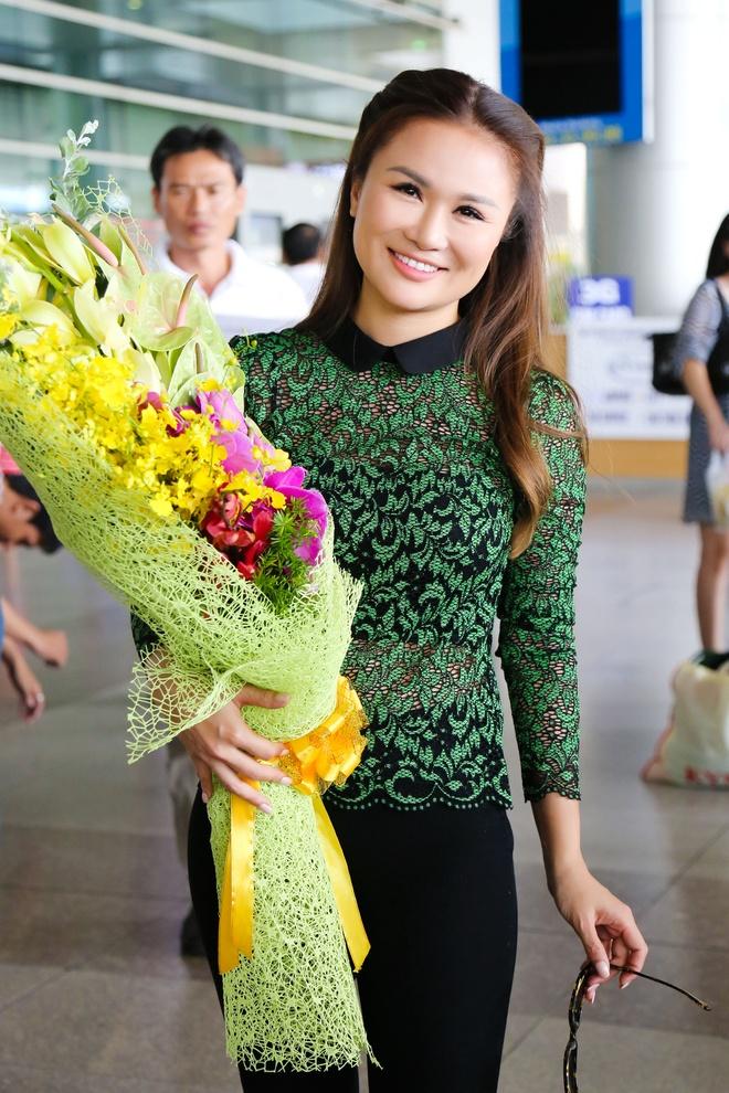 Thu Phuong tre trung xuat hien tai san bay hinh anh 8