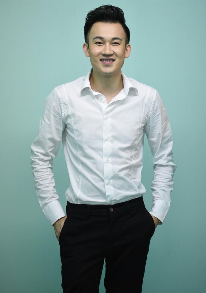Chong Tay dua Thu Minh di dien mac on ao chuyen nha dat hinh anh 11