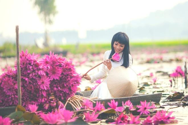 Phuong Thanh dien ao dai trang trong MV moi hinh anh 1