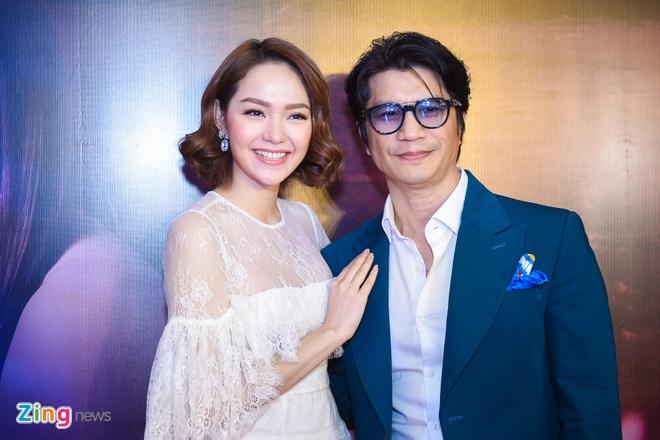 Quy Binh hon say dam Minh Hang khi gioi thieu phim hinh anh 7