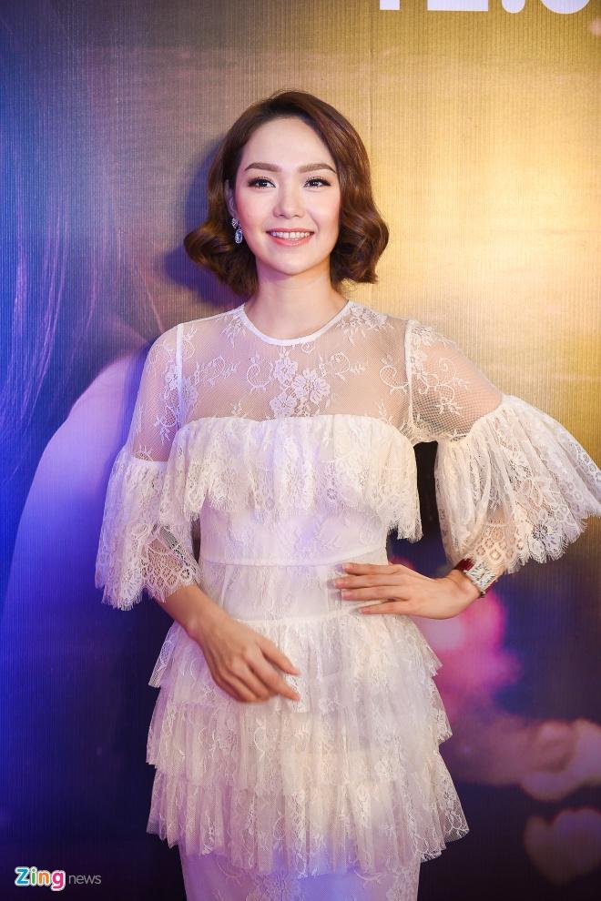 Quy Binh hon say dam Minh Hang khi gioi thieu phim hinh anh 1