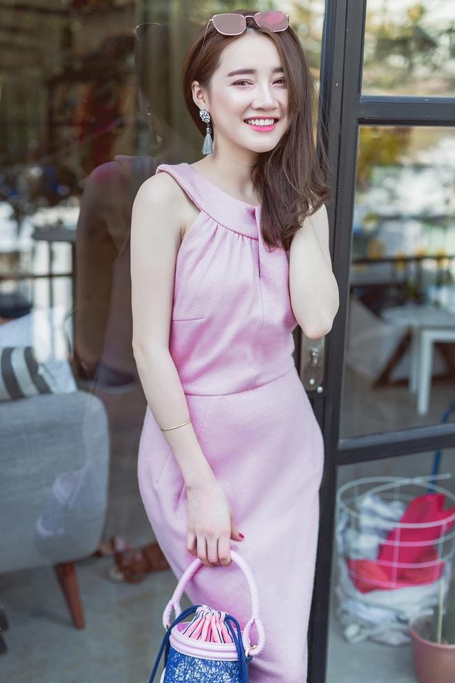 Street style ngay cang sanh dieu cua Nha Phuong hinh anh 1
