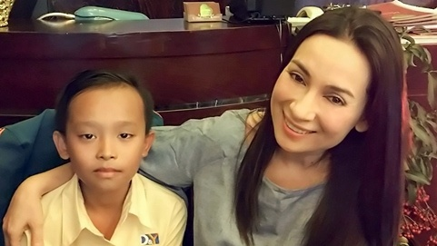 Phi Nhung tai tro hoc phi cho cau be thi Vietnam Idol Kids hinh anh