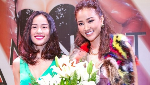 Ban gai Cuong Do La tang hoa Maya trong buoi ra mat album hinh anh