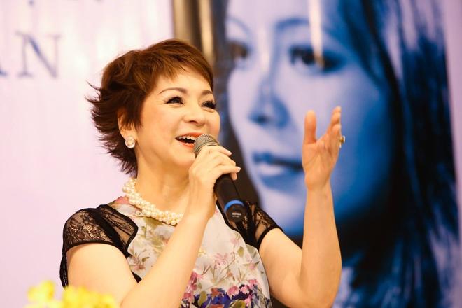 NSUT Thanh Loc mung ca si Ai Van ra mat hoi ky hinh anh 8