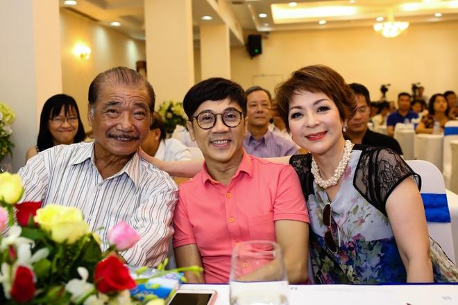 NSUT Thanh Loc mung ca si Ai Van ra mat hoi ky hinh anh 6
