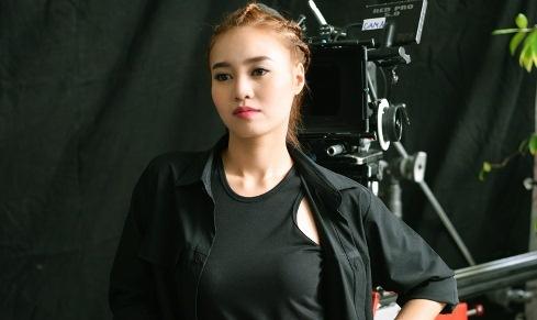 Ninh Duong Lan Ngoc lam sat thu trong phim moi hinh anh