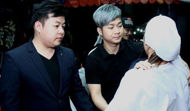 Dam Vinh Hung, Quang Le den vieng ba Hong Ngoc hinh anh