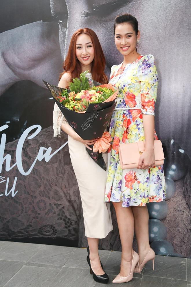 Trang Tran mang hoa den chuc mung Leu Phuong Anh hinh anh 4