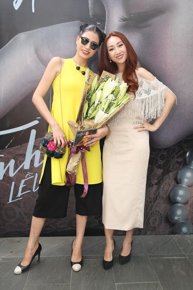Trang Tran mang hoa den chuc mung Leu Phuong Anh hinh anh 2