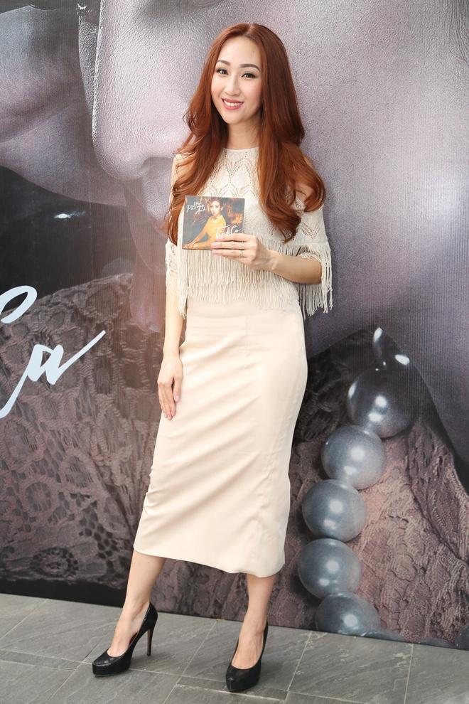 Trang Tran mang hoa den chuc mung Leu Phuong Anh hinh anh 1