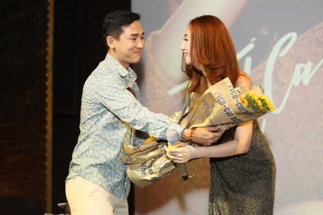 Trang Tran mang hoa den chuc mung Leu Phuong Anh hinh anh 6