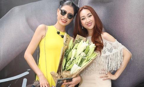 Trang Tran mang hoa den chuc mung Leu Phuong Anh hinh anh