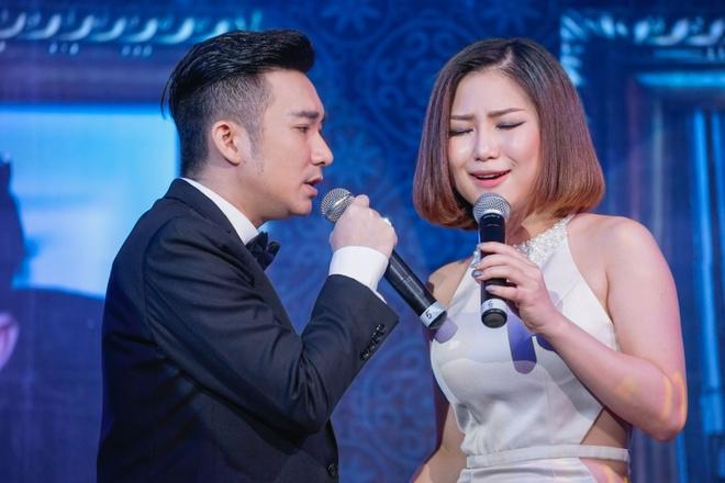 Quang Ha hon Huong Tram trong hop bao hinh anh 8