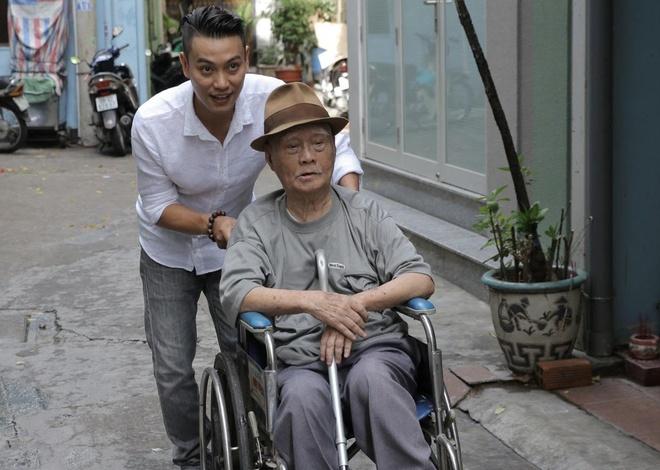 Hoc tro Quang Dung dua nhac si Nguyen Van Ty di uong ca phe hinh anh 2