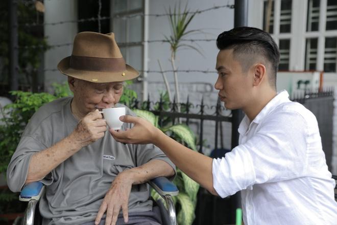 Hoc tro Quang Dung dua nhac si Nguyen Van Ty di uong ca phe hinh anh 1
