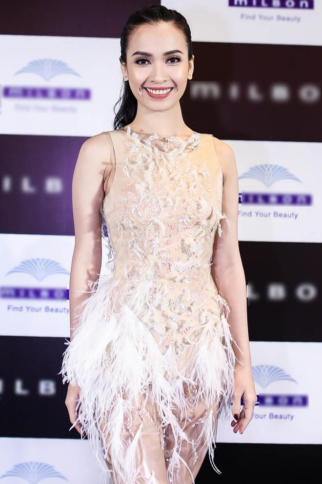 Hot girl X Factor Truong Kieu Diem goi cam di tiec hinh anh 4