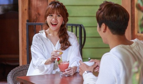 Hari Won tinh tu cung ban dien trong MV 'Anh cu di di' hinh anh
