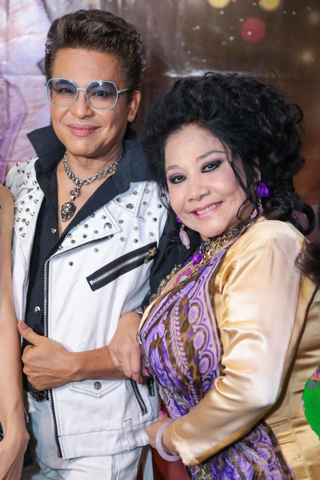 MC Thanh Bach va ba Thuy Nga uong ruou mung, cat banh kem hinh anh 2