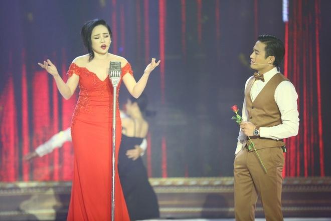 Quy Binh va Minh Luan cung yeu nu ca si tren san khau hinh anh 2