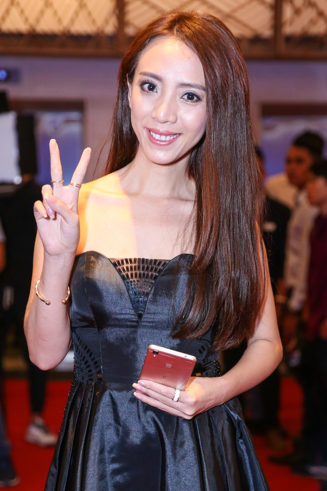 Tran Thanh - Hari Won nhin nhau say dam o su kien hinh anh 8