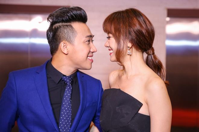 Tran Thanh - Hari Won nhin nhau say dam o su kien hinh anh 3