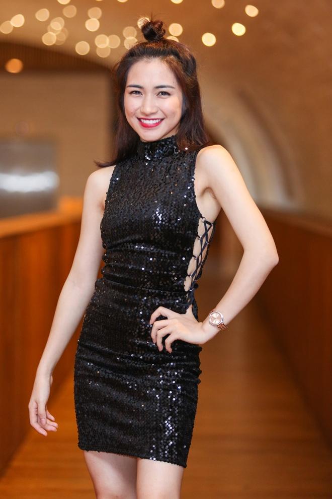 Tran Thanh - Hari Won nhin nhau say dam o su kien hinh anh 6