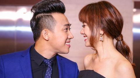 Tran Thanh - Hari Won nhin nhau say dam o su kien hinh anh