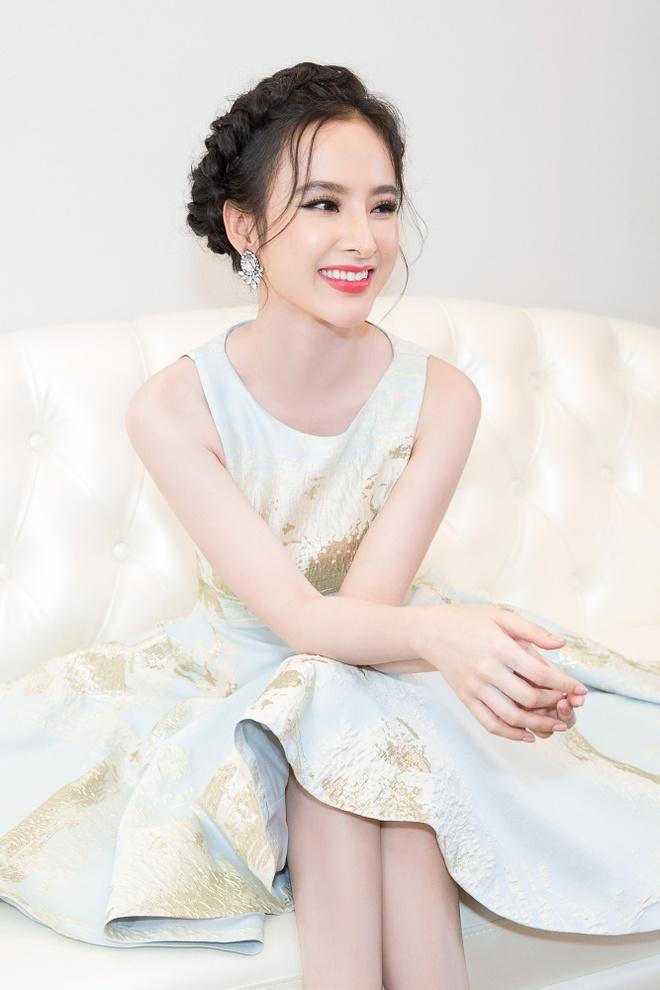 Angela Phuong Trinh rang ro du su kien o Da Nang hinh anh 2