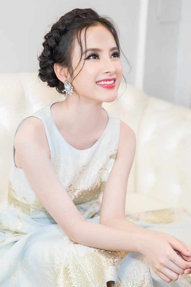 Angela Phuong Trinh rang ro du su kien o Da Nang hinh anh 3