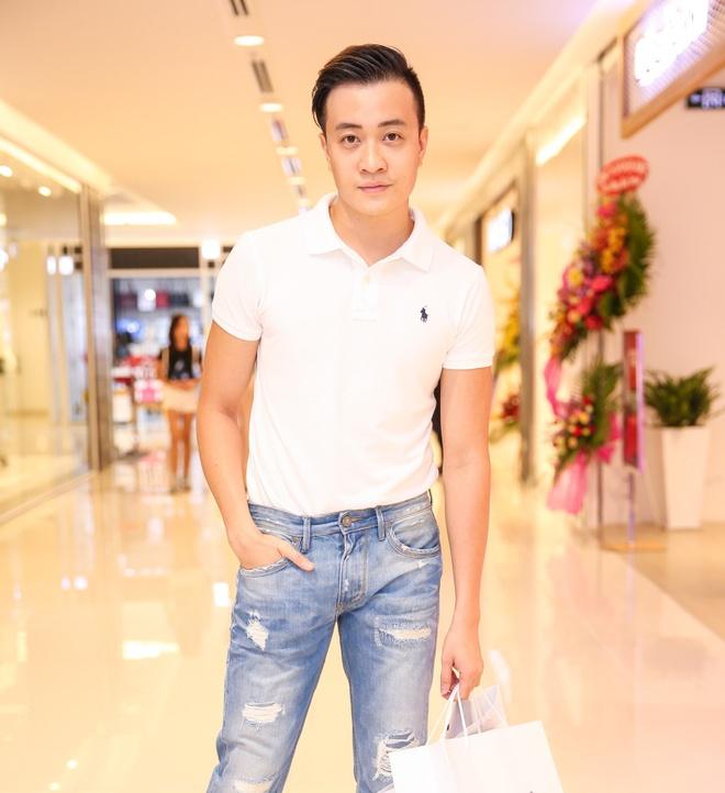 Con gai Xuan Lan quan quyt ben Luong Manh Hai hinh anh 6
