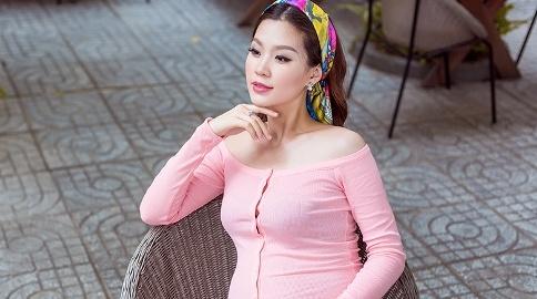A hau Diem Trang van thon gon du mang bau 8 thang hinh anh