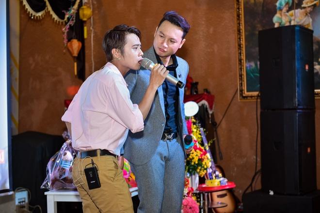Gia Bao den chuc mung a quan Cuoi xuyen Viet 2016 hinh anh 4