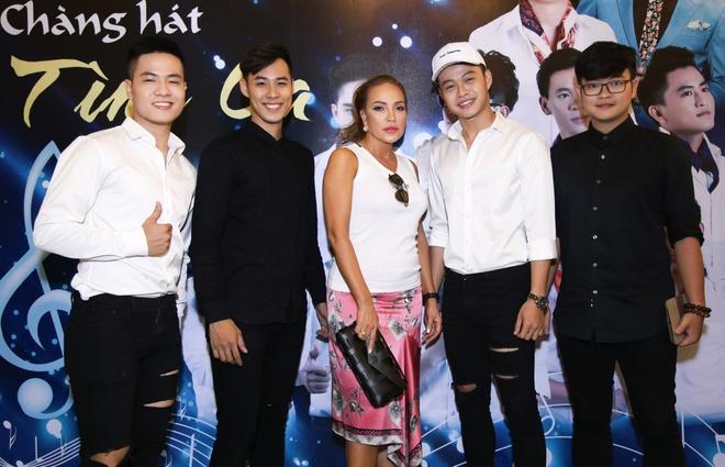 Thanh Ha gian di den ung ho dan em lam show Bolero hinh anh 5