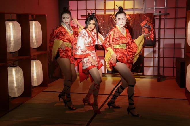 Truong Quynh Anh hoa than thanh geisha trong MV moi hinh anh 5