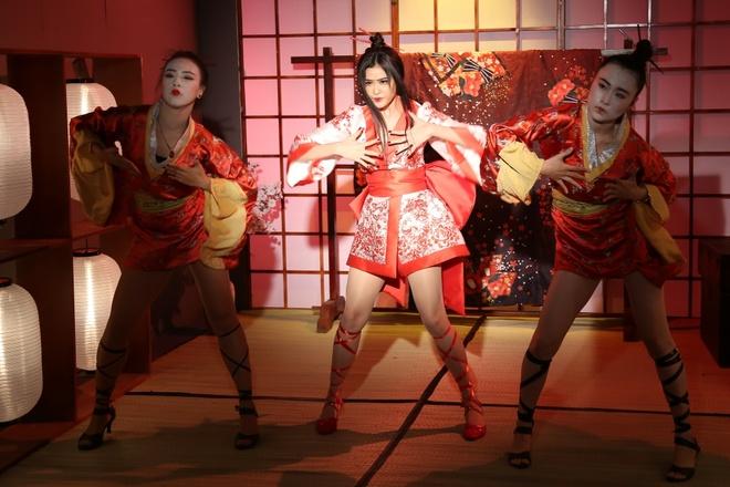 Truong Quynh Anh hoa than thanh geisha trong MV moi hinh anh 4