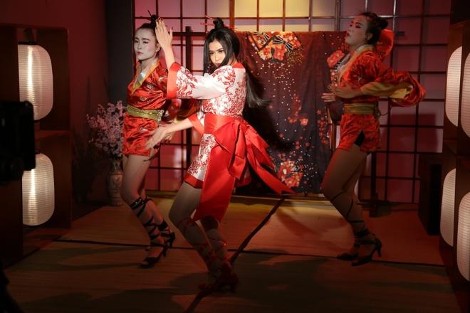 Truong Quynh Anh hoa than thanh geisha trong MV moi hinh anh 6