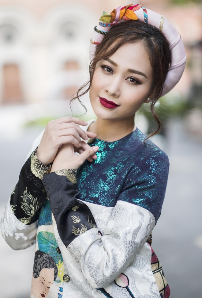 Ha Thuy Anh duyen dang voi ao dai gam hinh anh 3