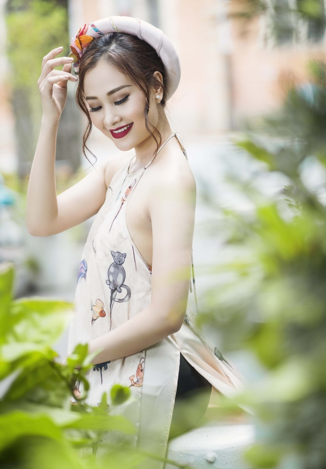Ha Thuy Anh duyen dang voi ao dai gam hinh anh 7