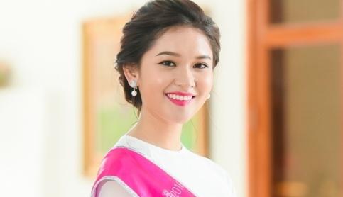 A hau Thuy Dung tung lam phuc vu quan ca phe hinh anh