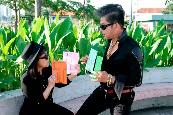 MC Thanh Bach - Viet Huong dien do doi di quay chuong trinh hinh anh 5