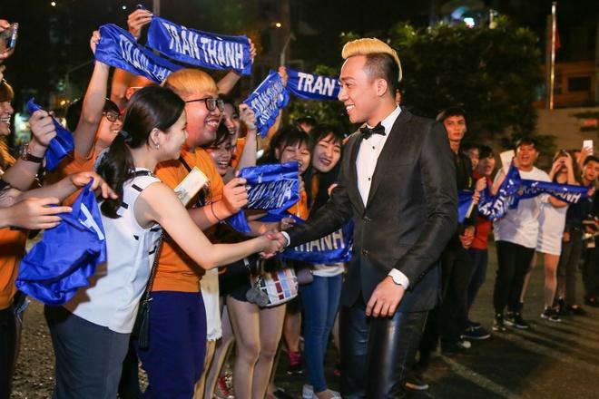Tran Thanh khong buon du trang tay tai VTV Awards 2016 hinh anh 2