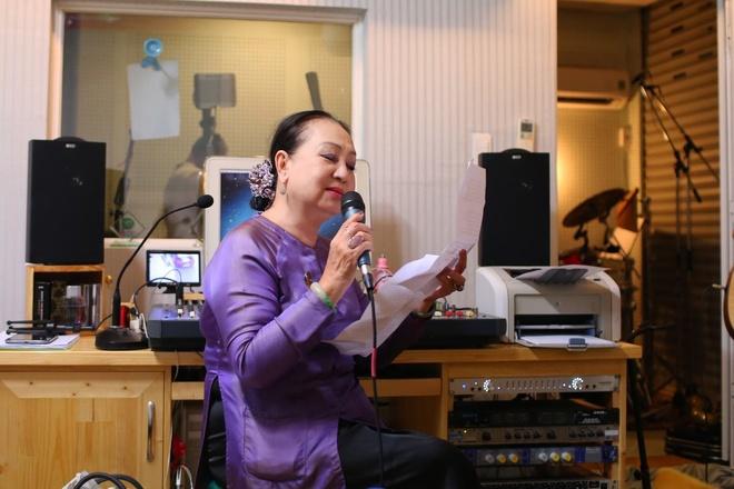 Hong Nhung hoi ngo Khanh Ly trong dem nhac tai TP.HCM hinh anh 10