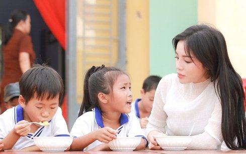 Hoa hau Ky Duyen di tu thien sau scandal hut thuoc la hinh anh