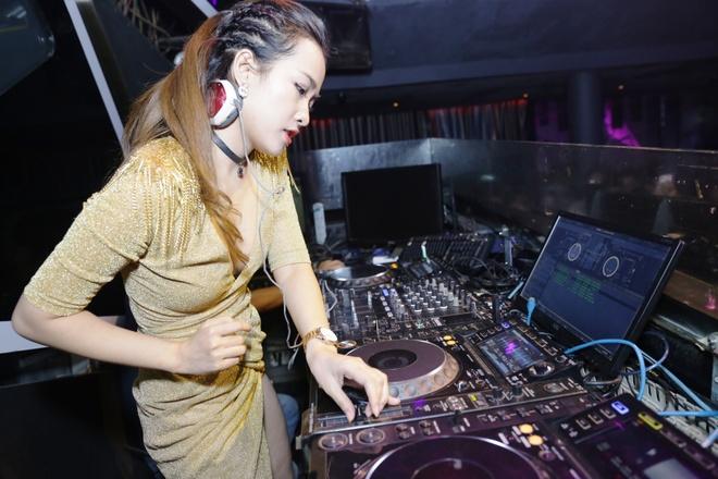 Trang Moon do ve sexy voi DJ Han Quoc anh 3