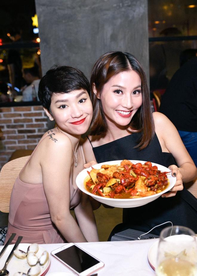 Tang Thanh Ha tinh tu ben chong o su kien hinh anh 4