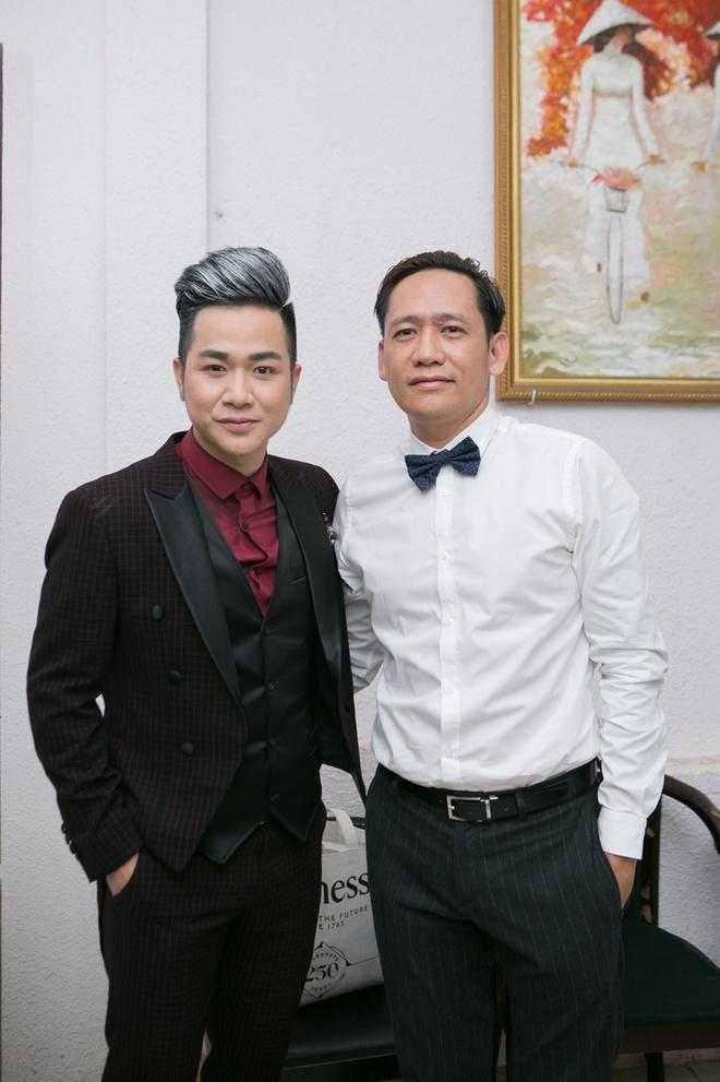 Quach Tuan Du cai ao cho ban gai giam doc giua su kien hinh anh 7