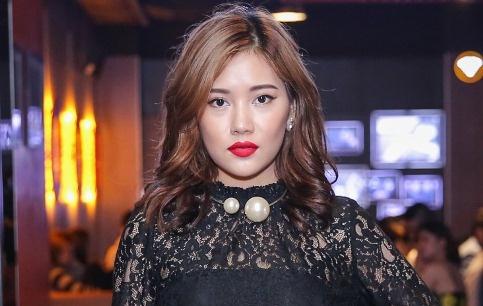 Milan Pham di xem phim mot minh sau nghi van yeu Tien Dat hinh anh